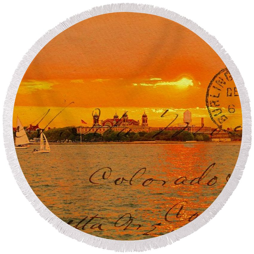 Sunsets Round Beach Towel featuring the photograph Its Beautiful Here In New York by Alice Gipson