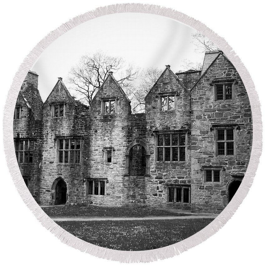 Irish Round Beach Towel featuring the photograph Jacobean Wing At Donegal Castle Ireland by Teresa Mucha