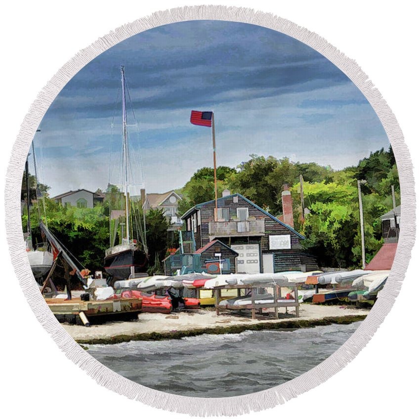 Boat Round Beach Towel featuring the photograph Jamestown Boat Yard by Melissa Hicks