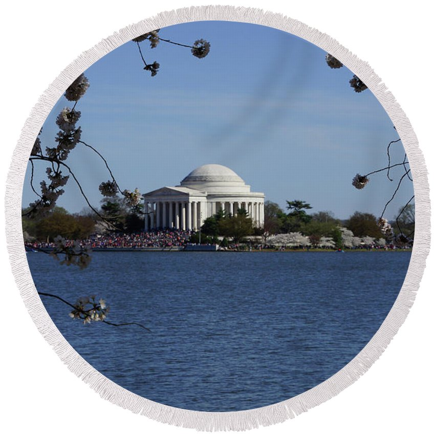 Jefferson Monument Round Beach Towel featuring the photograph Jefferson Monument by Jeremiah B