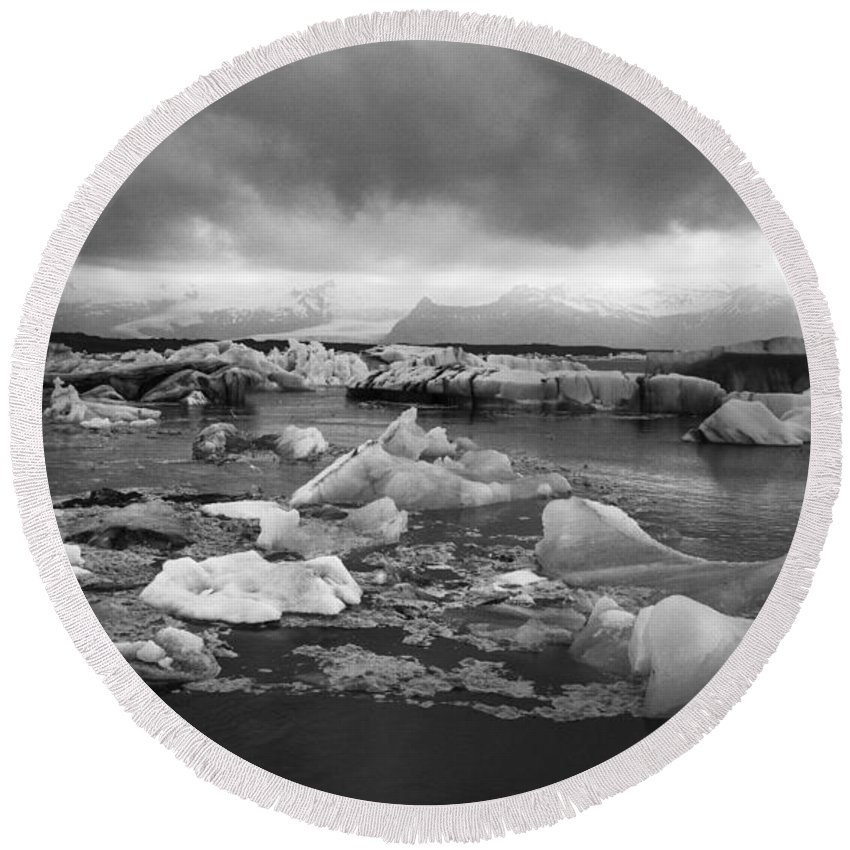 Iceberg Round Beach Towel featuring the photograph Jokulsarlon Glacier Lagoon Iceland 2041 by Bob Neiman