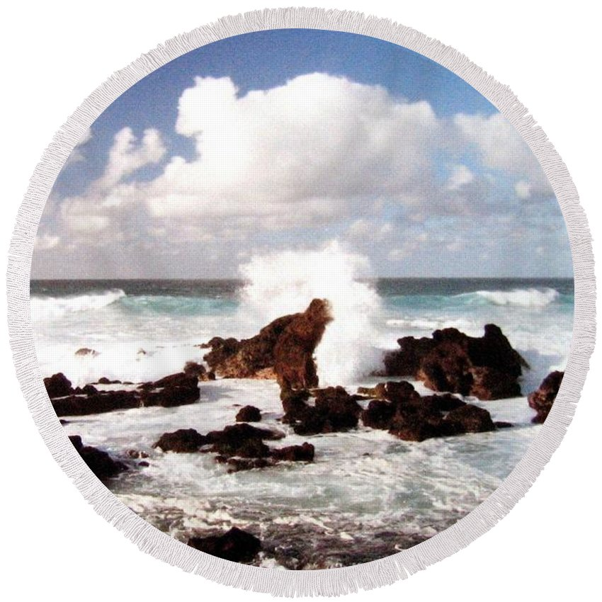 1986 Round Beach Towel featuring the photograph Keanae Peninsula by Will Borden