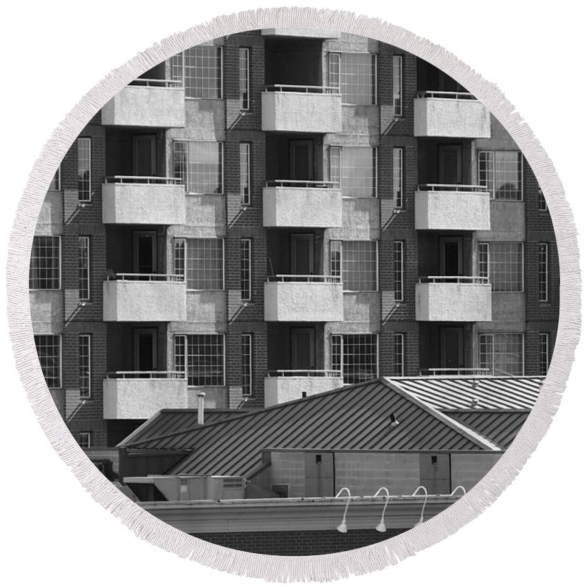 Building Round Beach Towel featuring the photograph Kenstington Condo by David Pantuso