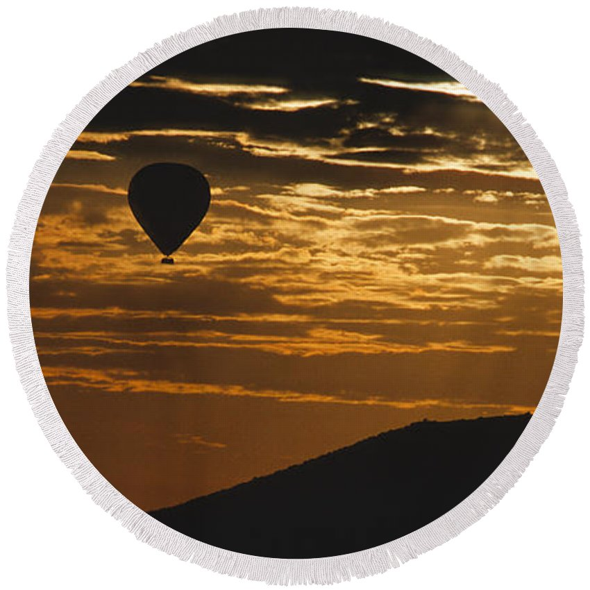 East Africa Round Beach Towel featuring the photograph Kenya - Sunrise Ballooning by Sandra Bronstein