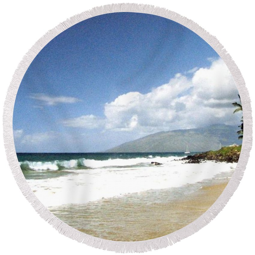 1986 Round Beach Towel featuring the photograph Kihei by Will Borden