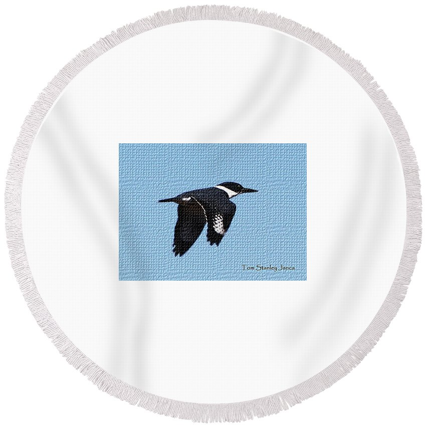 Kingfisher In Flight Round Beach Towel featuring the digital art Kingfisher In Flight by Tom Janca