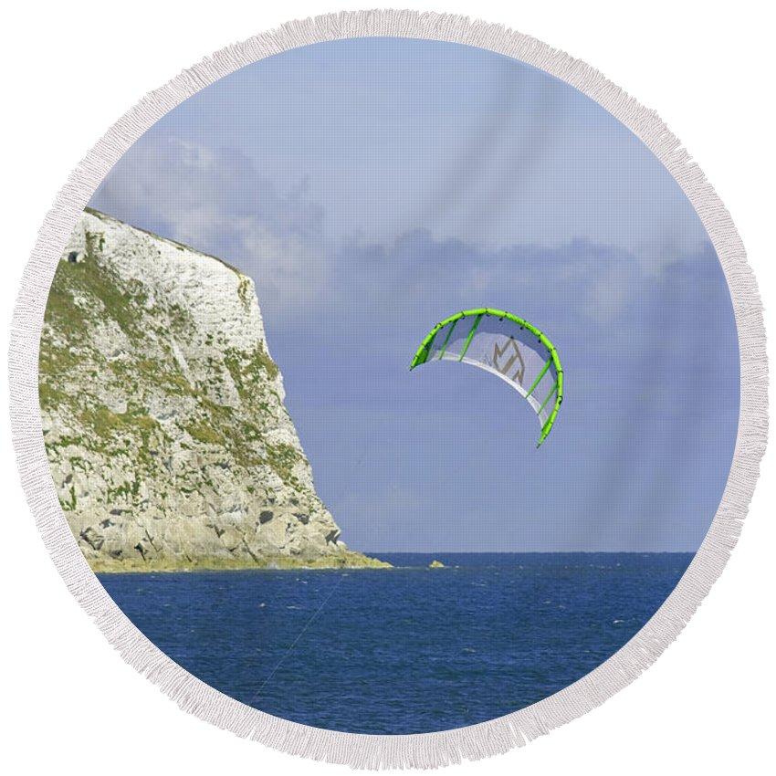 Europe Round Beach Towel featuring the photograph Kitesurfer At Yaverland by Rod Johnson