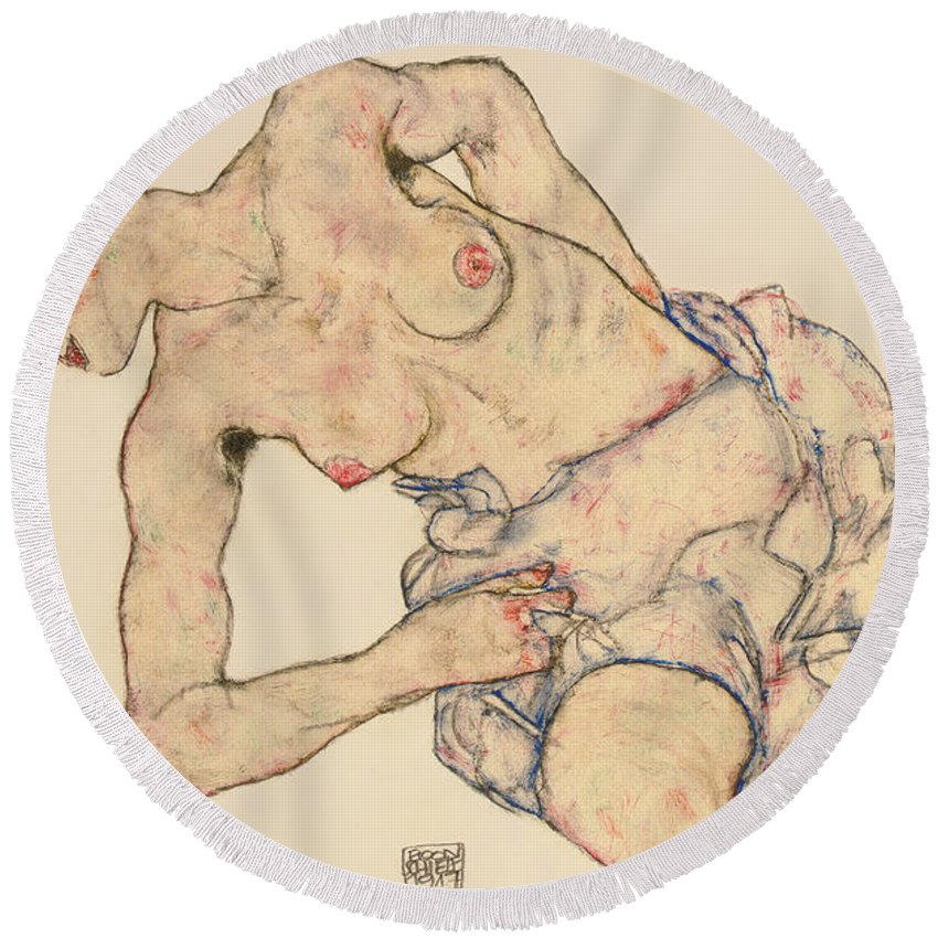 Kneider Weiblicher Halbakt Round Beach Towel featuring the drawing Kneider weiblicher halbakt by Egon Schiele