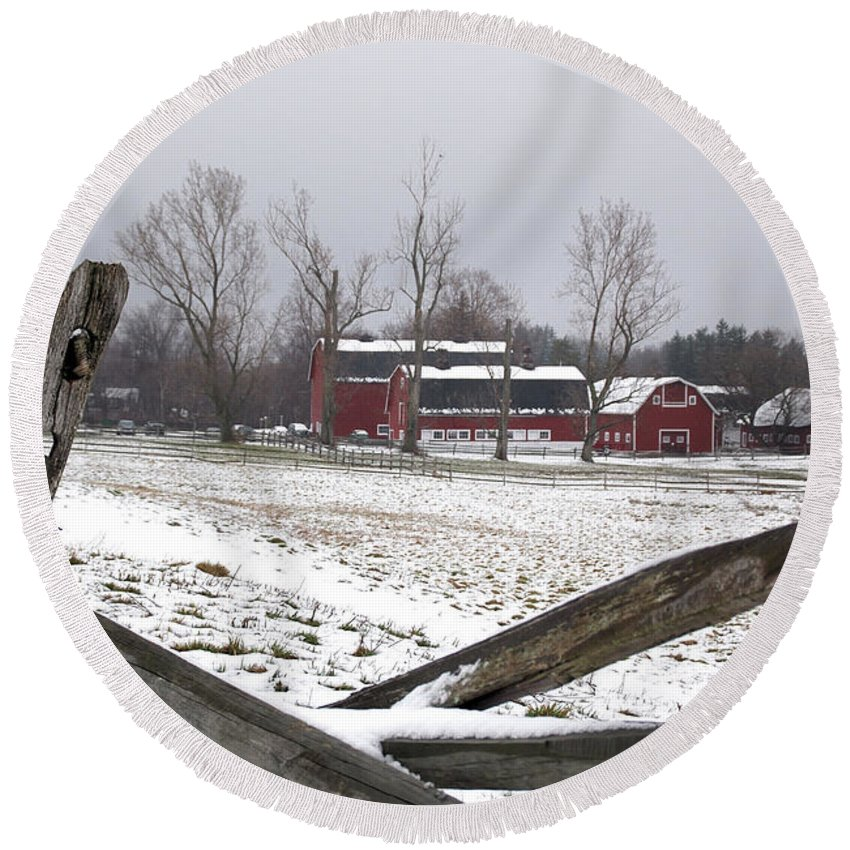 Barn Round Beach Towel featuring the photograph Knox Farm In Winter 0980 by Guy Whiteley