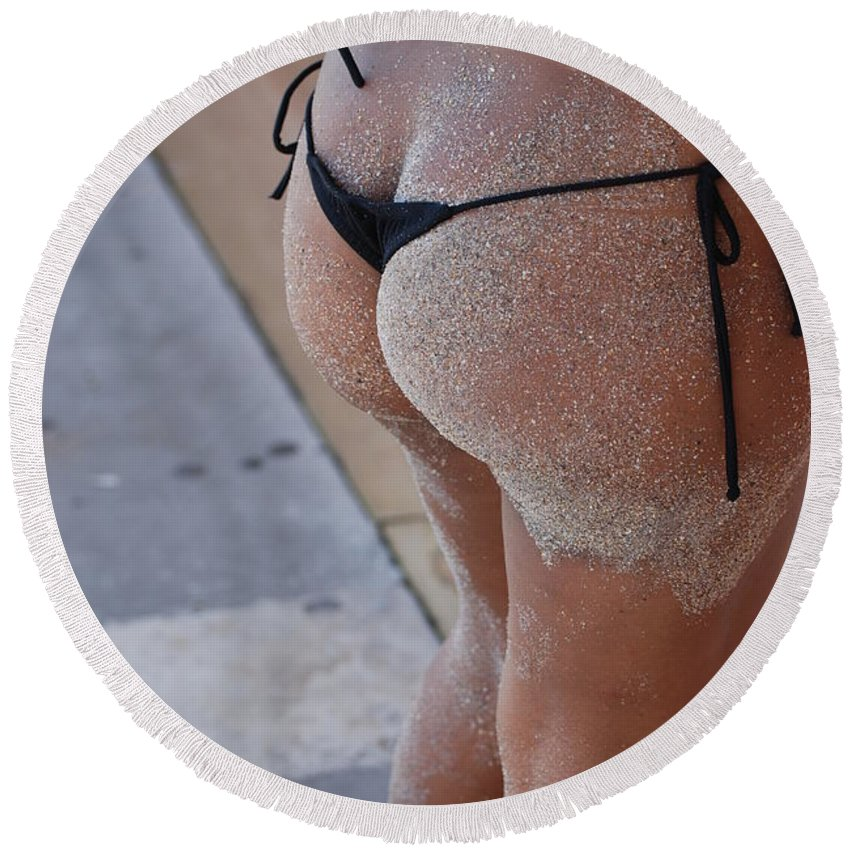 Women Round Beach Towel featuring the photograph L W Thong by Rob Hans