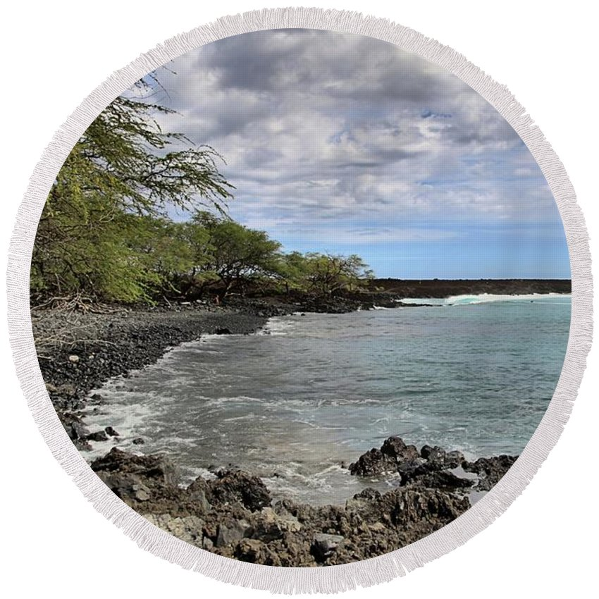 Maui Round Beach Towel featuring the photograph La Perouse Bay by DJ Florek