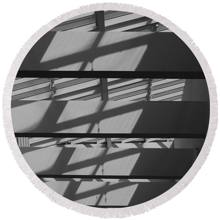 Black And White Round Beach Towel featuring the photograph Ladders In The Sky by Rob Hans