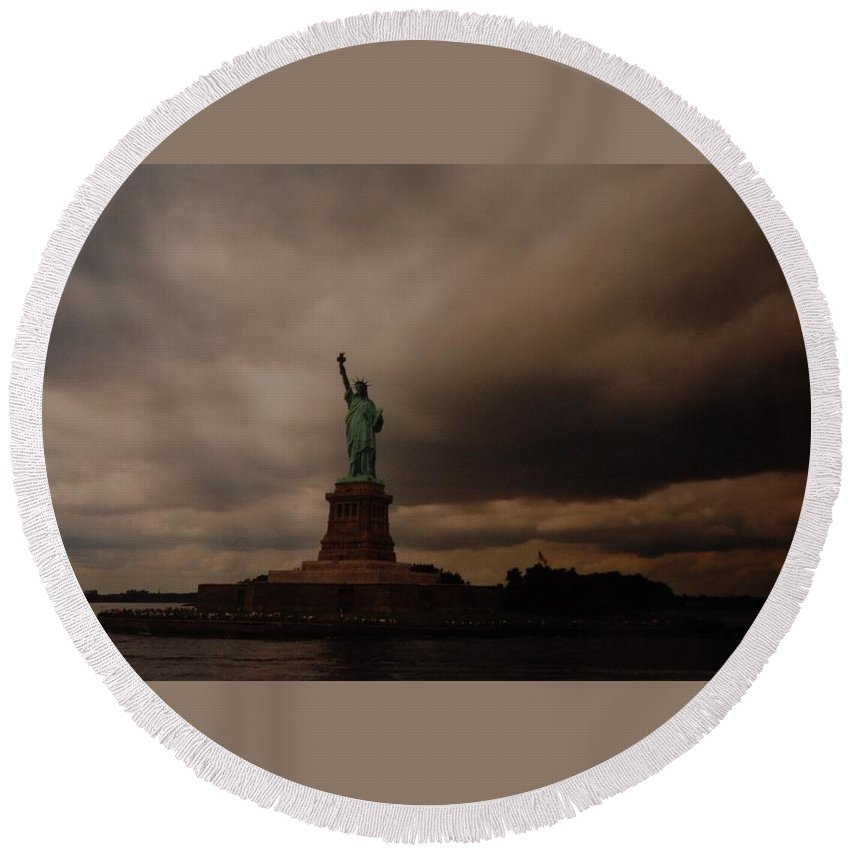 Statue Of Liberty Round Beach Towel featuring the photograph Lady Liberty by Rob Hans