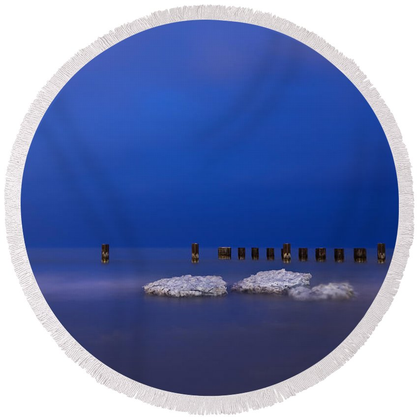 Winter Round Beach Towel featuring the photograph Lake Ice Chicago by Steve Gadomski