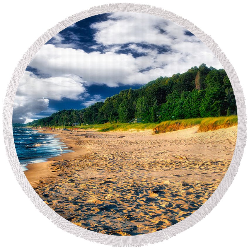 Lake Michigan Round Beach Towel featuring the photograph Lake Michigan Shoreline 04 by Thomas Woolworth