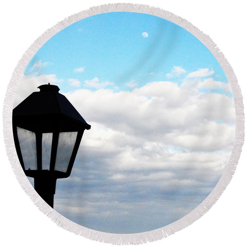 Lamppost Round Beach Towel featuring the photograph Lamp Post by W And F Kreations