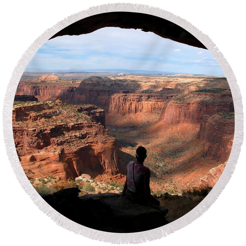 Canyon Lands National Park Utah Round Beach Towel featuring the photograph Land Of Canyons by David Lee Thompson