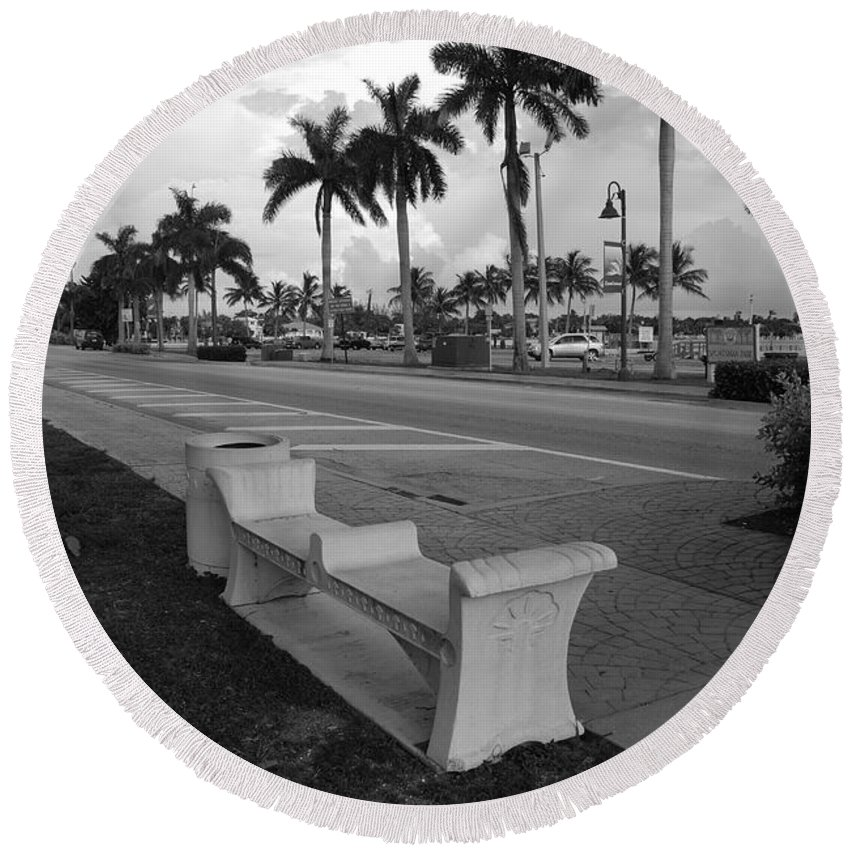 Black And White Round Beach Towel featuring the photograph Lantana by Rob Hans