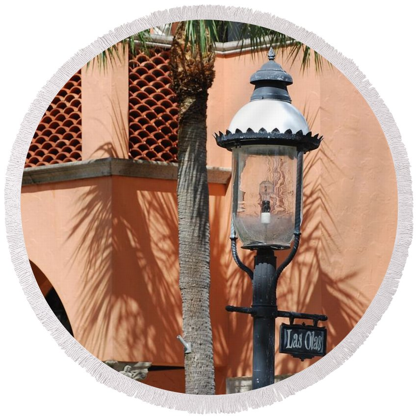Lamp Posts Round Beach Towel featuring the photograph Las Olas by Rob Hans