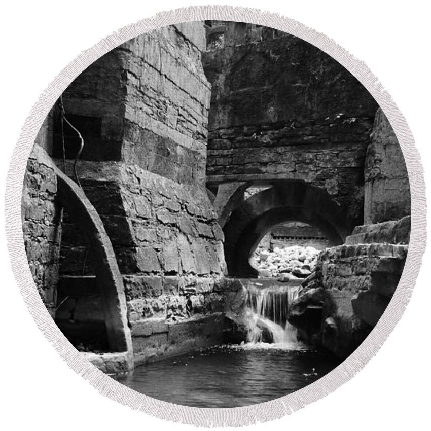 Skip Hunt Round Beach Towel featuring the photograph Las Pozas 1 by Skip Hunt