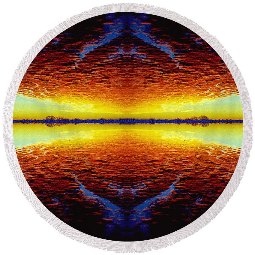 Sunset Round Beach Towel featuring the photograph Last Sunset by Nancy Mueller