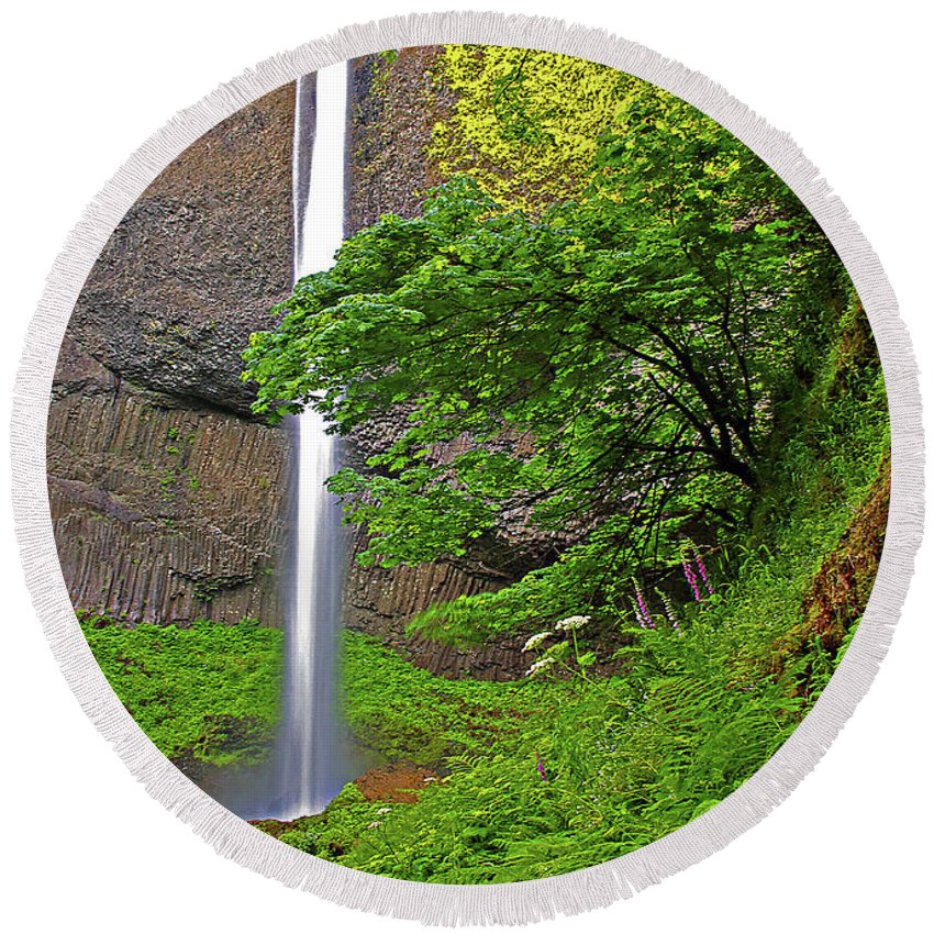Oregon Round Beach Towel featuring the photograph Latourell Falls Oregon by Rich Walter