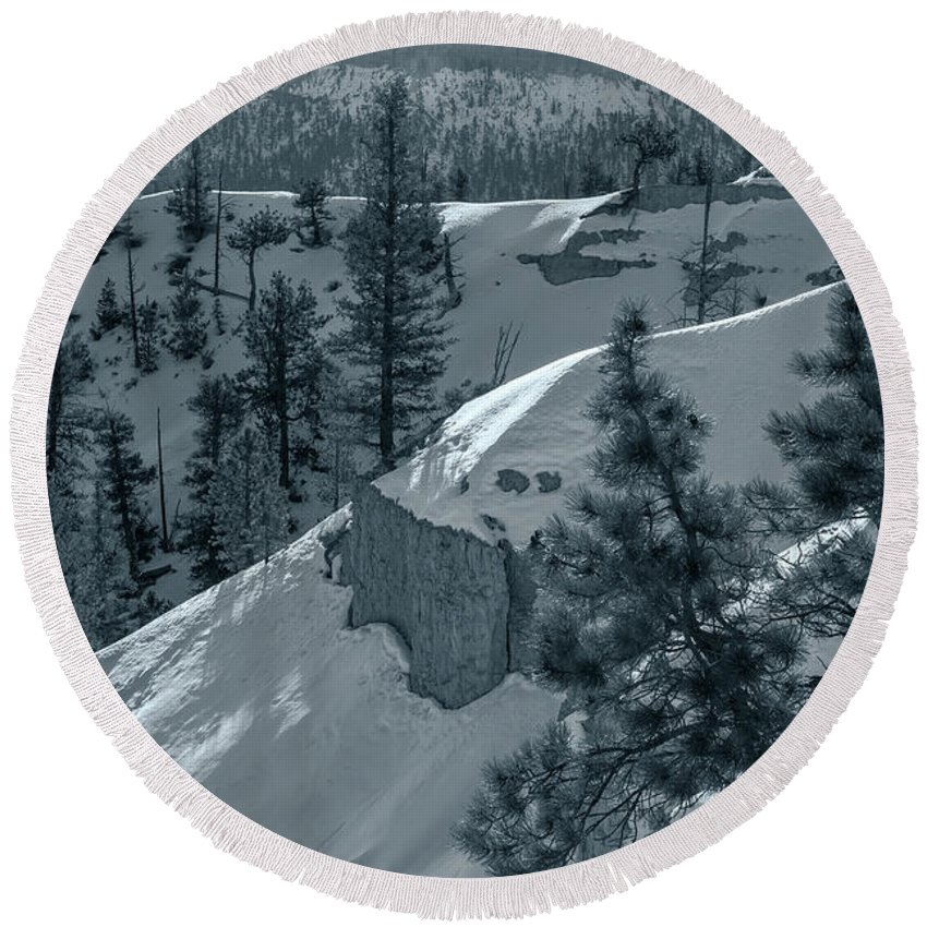 Landscape Round Beach Towel featuring the photograph Layers by Jonathan Nguyen