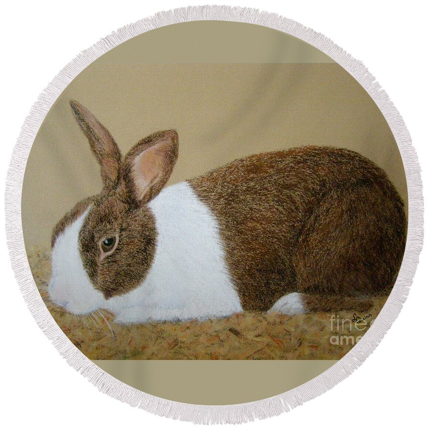 Bunny Round Beach Towel featuring the painting Les's Rabbit by Lynn Quinn
