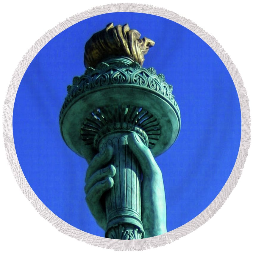Liberty Round Beach Towel featuring the photograph Liberty's Light by Tommy Anderson
