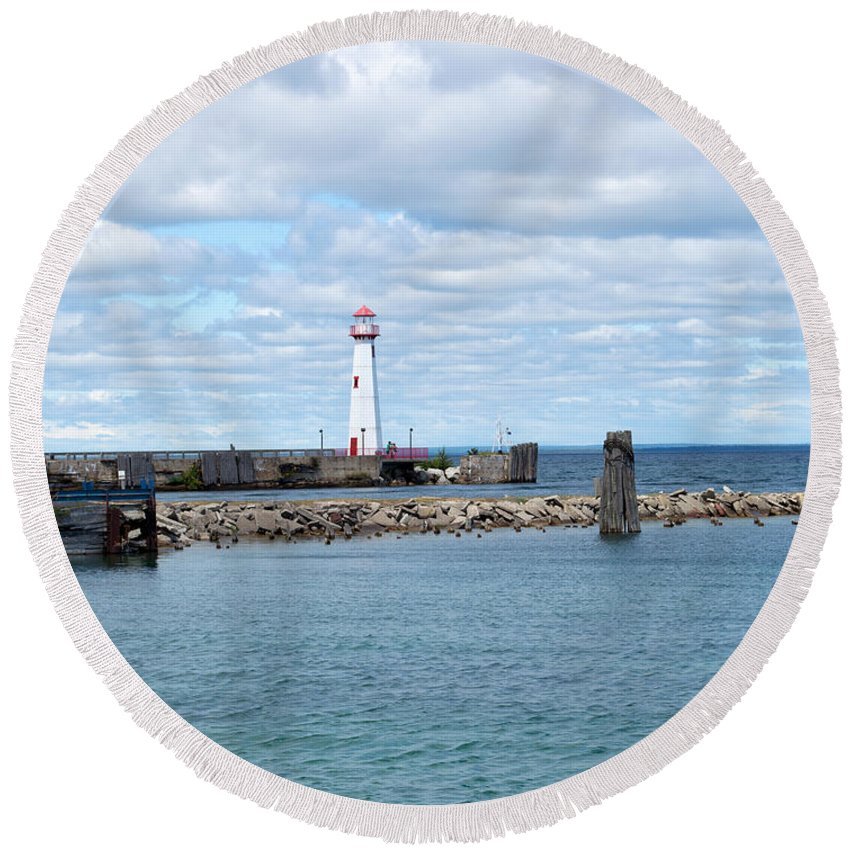St. Ignace Lighthouse Round Beach Towel featuring the photograph Lighthouse In Michigan by Linda Kerkau