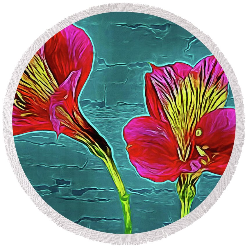 Lilies 18-10 Round Beach Towel featuring the photograph Lilies 18-10 by Ray Shrewsberry