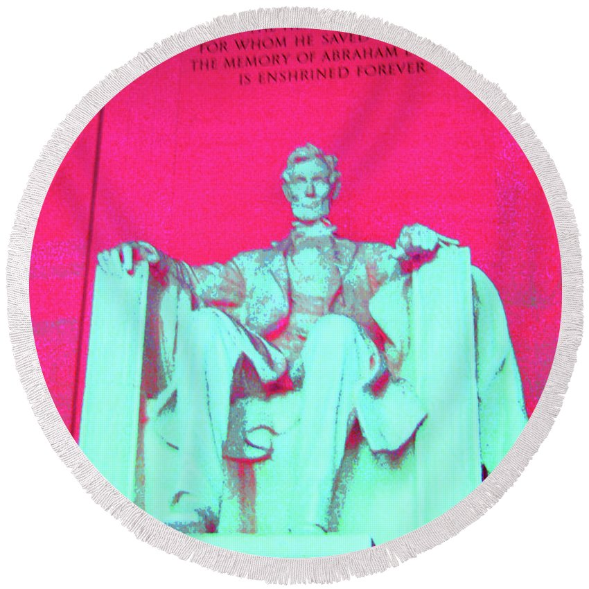 Lincoln Round Beach Towel featuring the photograph Lincoln In Red by Jost Houk