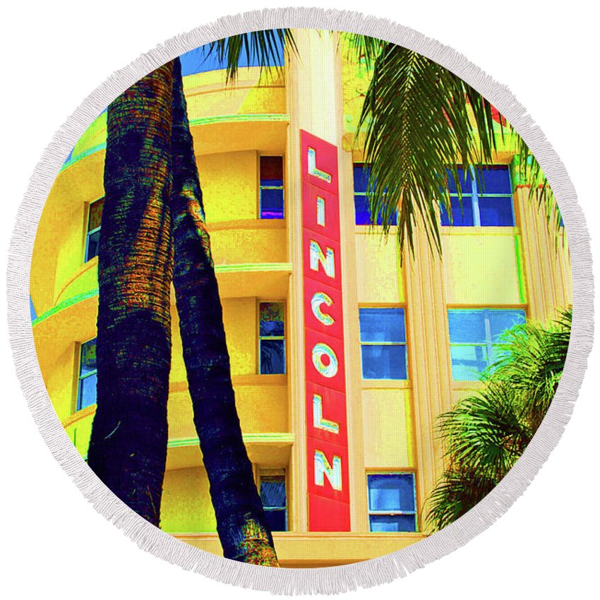 Lincoln Road Round Beach Towel featuring the photograph Lincoln Theatre - Sobe by Jost Houk