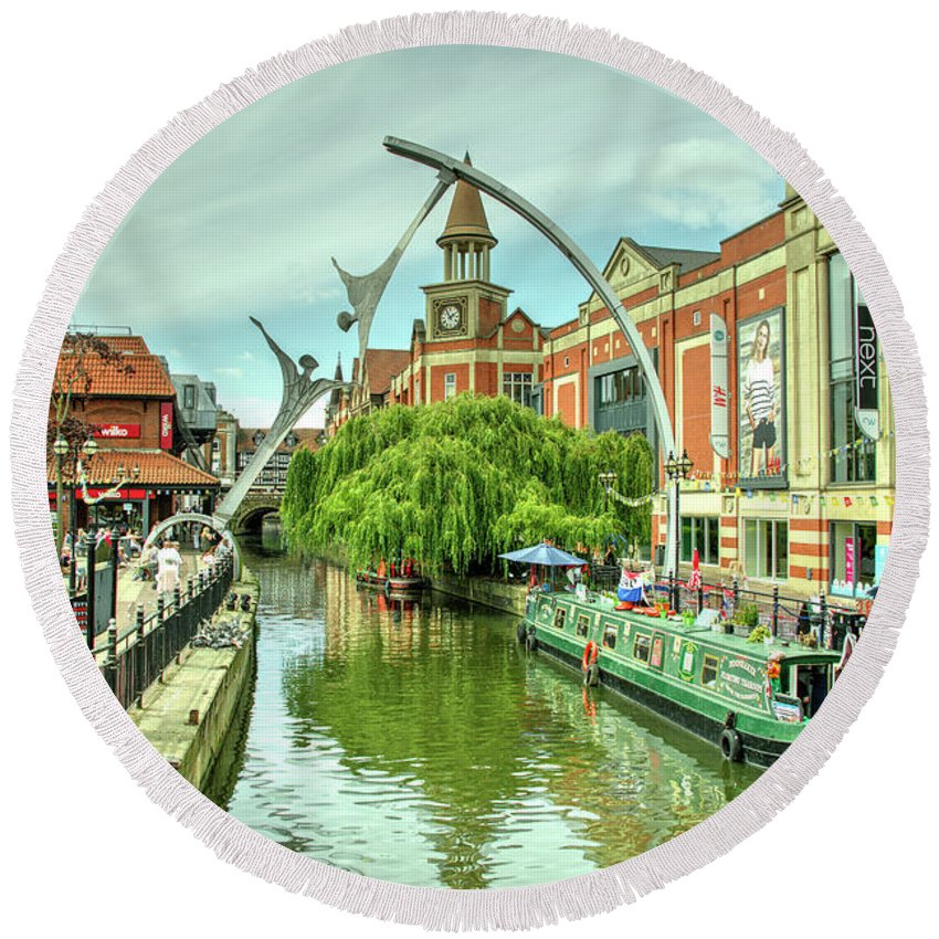 Lincoln Round Beach Towel featuring the photograph Lincoln Waterside by Rob Hawkins