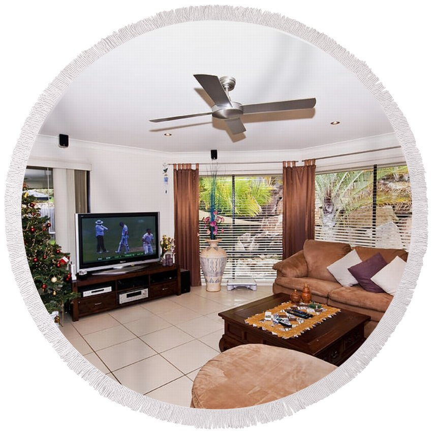 Christmas Round Beach Towel featuring the photograph Living Room At Christmas by Darren Burton