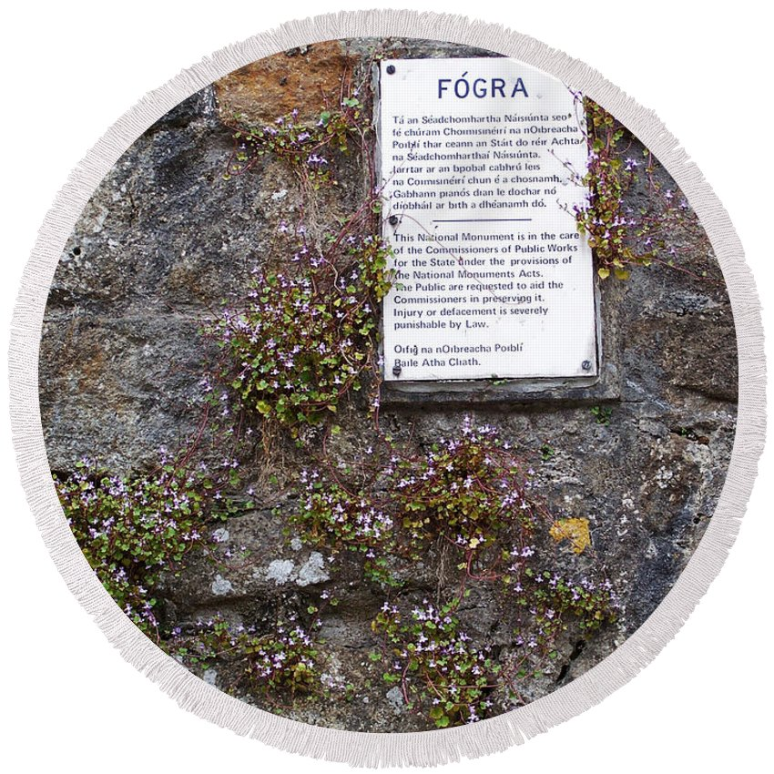 Irish Round Beach Towel featuring the photograph Living Wall At Donegal Castle Ireland by Teresa Mucha