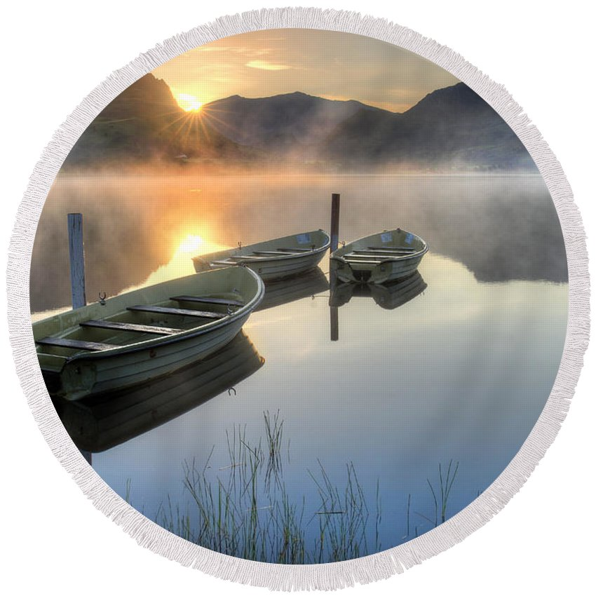 Lake Round Beach Towel featuring the photograph Llyn Nantlle Uchaf by Mal Bray