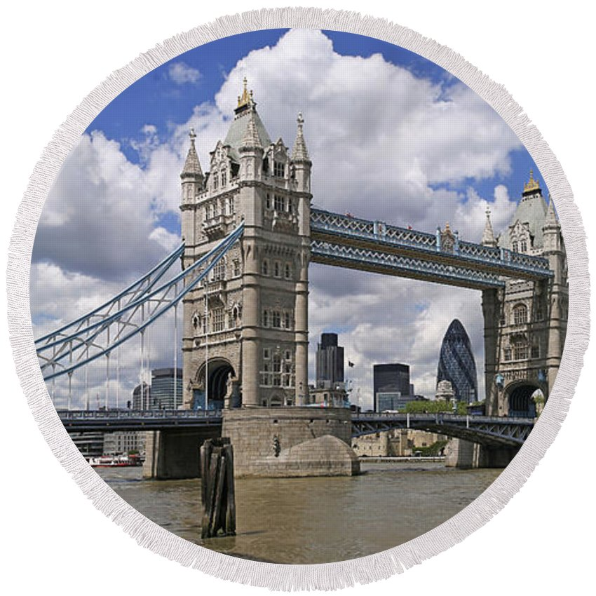 England Round Beach Towel featuring the photograph London Towerbridge by Casper Cammeraat
