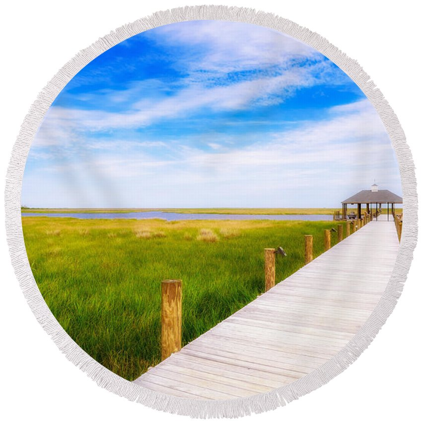 Gulf Of Mexico Round Beach Towel featuring the photograph Lonely Pier II by Raul Rodriguez