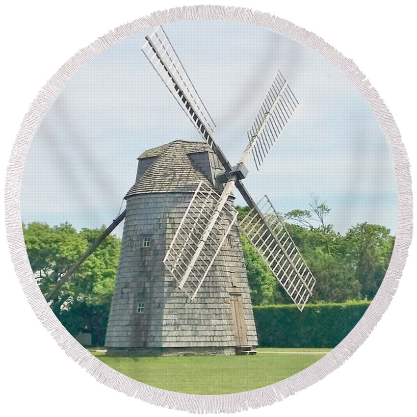 Windmills Round Beach Towel featuring the photograph Long Island Wind Mill by Rob Hans