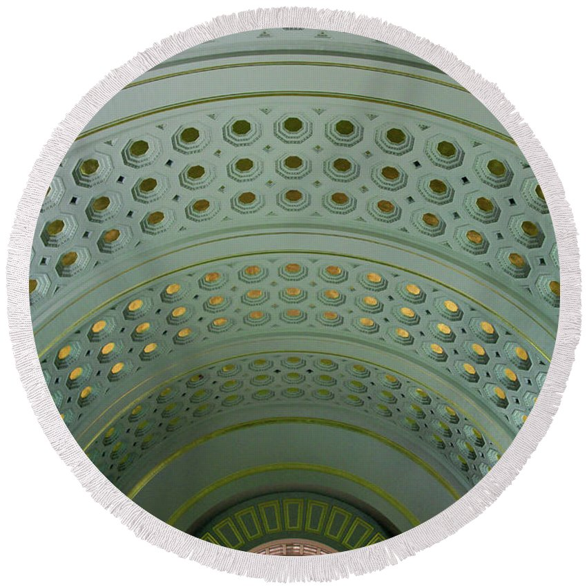 Union Round Beach Towel featuring the photograph Looking Up In Union Station -- A Westward View by Cora Wandel