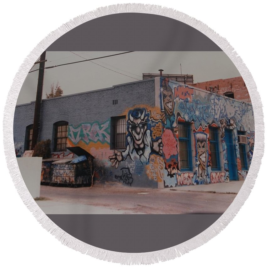 Urban Round Beach Towel featuring the photograph Los Angeles Urban Art by Rob Hans