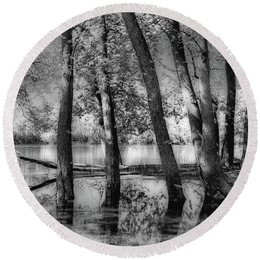 Black And White Round Beach Towel featuring the photograph Lost by J Thomas