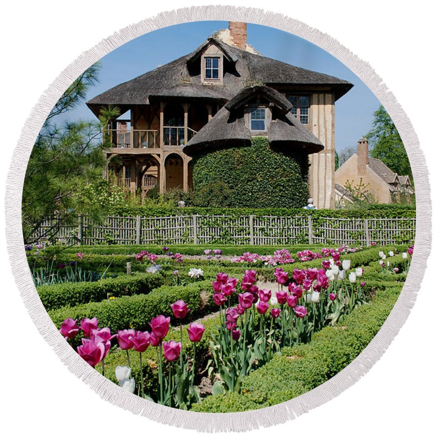 Cottage Round Beach Towel featuring the photograph Lovely Garden And Cottage by Jennifer Ancker