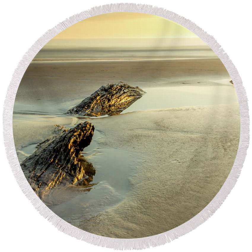 Jekyll Island Round Beach Towel featuring the photograph Low Tide by Sanford Tullis