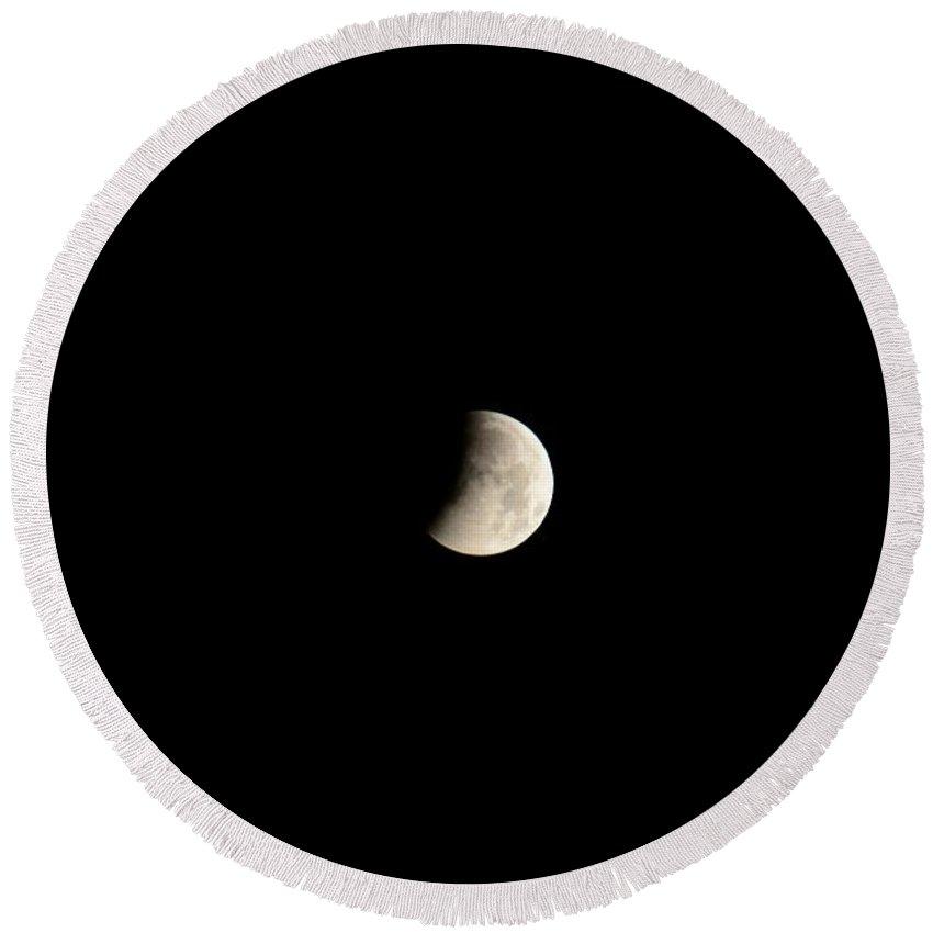 Lunar Round Beach Towel featuring the photograph Lunar Eclipse-04apr2015-1 by Srinivasan Venkatarajan