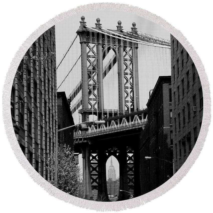 Manhattan Bridge Round Beach Towel featuring the photograph Manhattan Empire by Andrew Fare