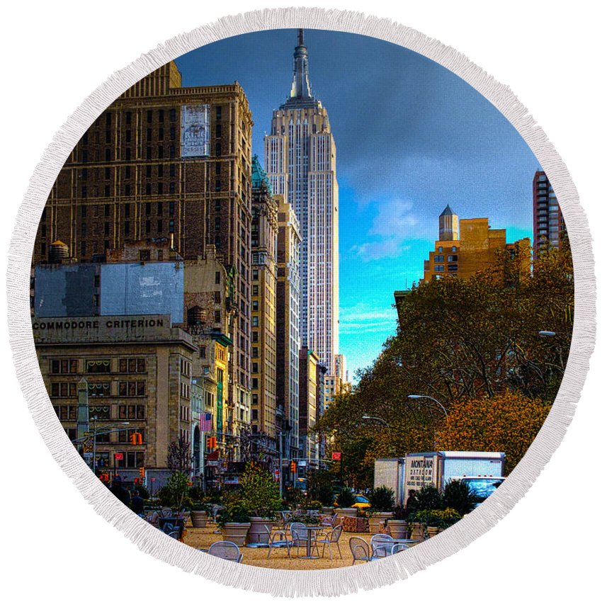 Hdr Round Beach Towel featuring the photograph Manhattan Morning by Chris Lord