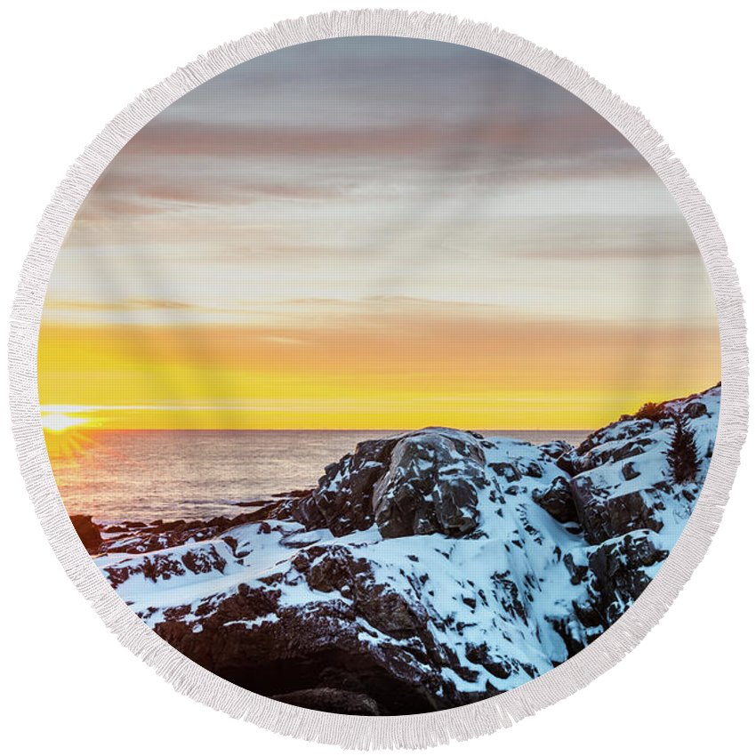 Maine Round Beach Towel featuring the photograph Marginal Way Day Break by Dennis Dube
