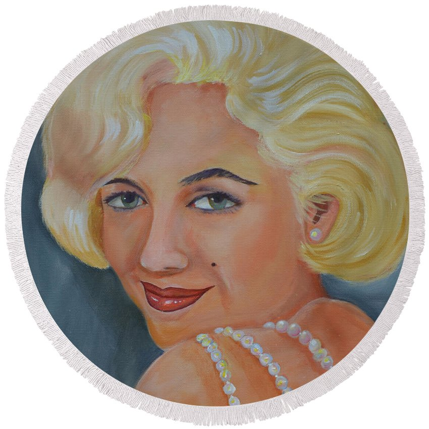 Marilyn Monroe Round Beach Towel featuring the painting Marilyn Monroe With Pearls by To-Tam Gerwe